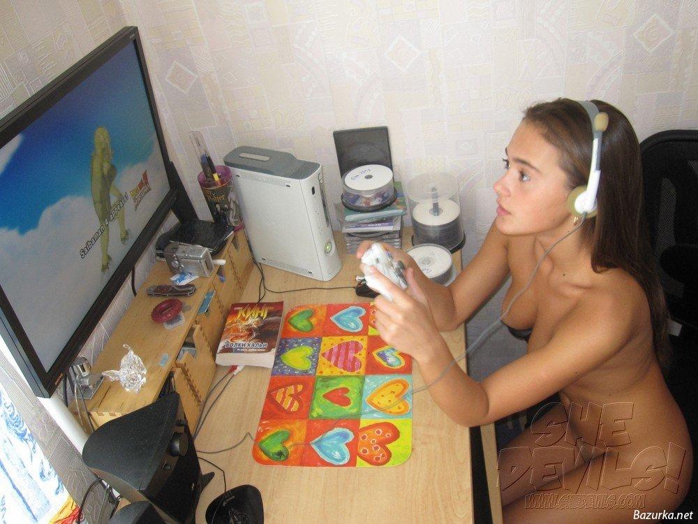 ведь член фото голых девушек играющих в комп подтверждения