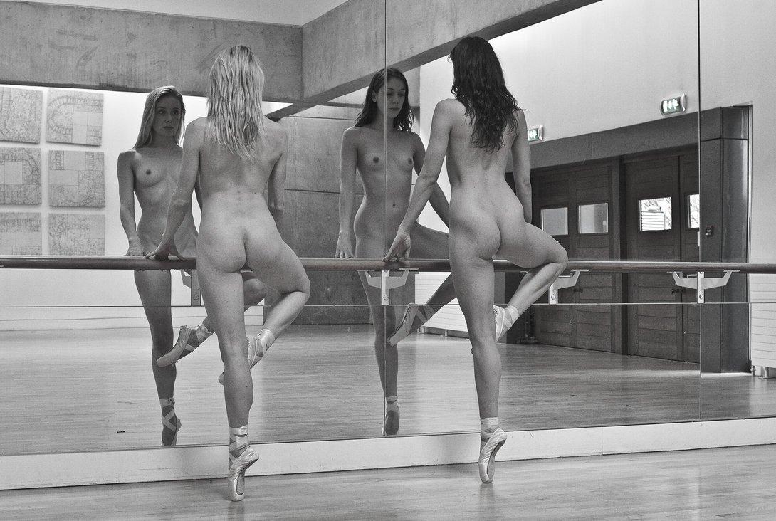 Четыре девушки танцуют голыми, Русское порно видео с тегом Танцы бесплатно 4 фотография